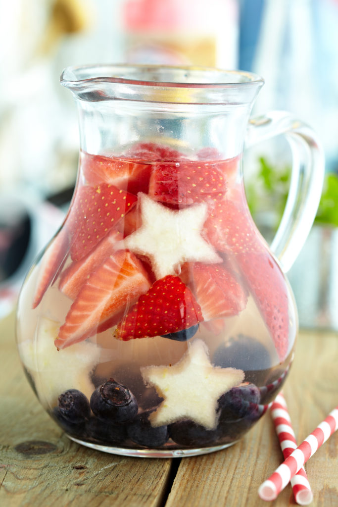 4th of july cocktail recipe, 4th of july recipe, red white and blue recipe, sangria, sangria recipe, summer sangria recipe, food blogger, best dallas food blogger, meghan jones, the meghan jones