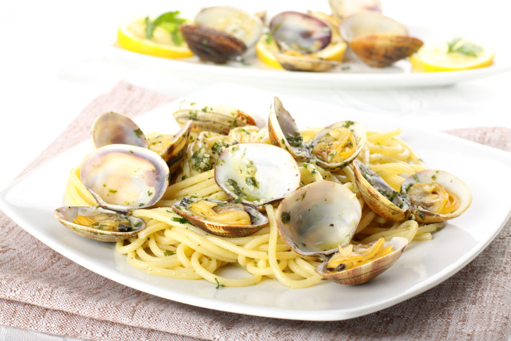 linguini with clams, linguini and clams, pasta, pasta recipe, seafood pasta, seafood pasta recipe, easy recipe, the meghan jones, meghan jones, foodie, dallas foodie, dallas food blogger, wine online, wine box, wine subscription, wine club